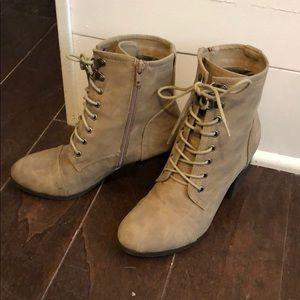 Super cute heel boots
